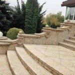 Внешняя каменная лестница
