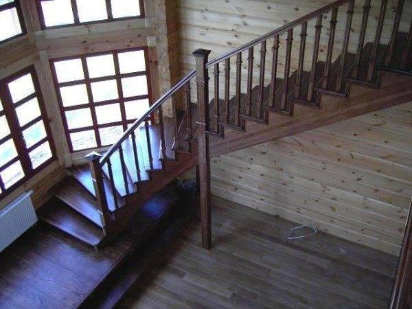 Внутренняя лестница из дуба