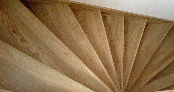Забежные ступени на поворотной лестнице