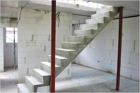 Железобетонная лестница на второй этаж