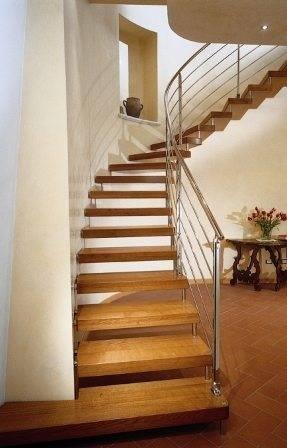 Приставная лестница – альтернатива сложным конструкциям