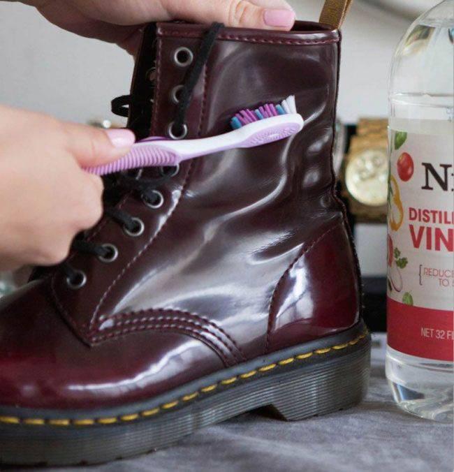 Как убрать с обуви клей (супер, момент, обувной) : чем и как можно очистить замшевый, кожаный, тканевый, лакированный материал, кроссовки или подошву