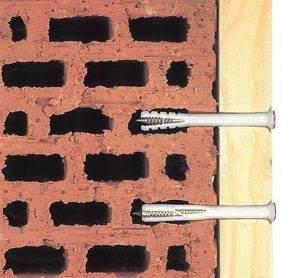 Как повесить кухонные шкафы на стену: на рейку, на петли - советы