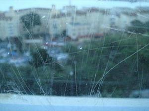 Как убрать мелкие и глубокие царапины на стекле?