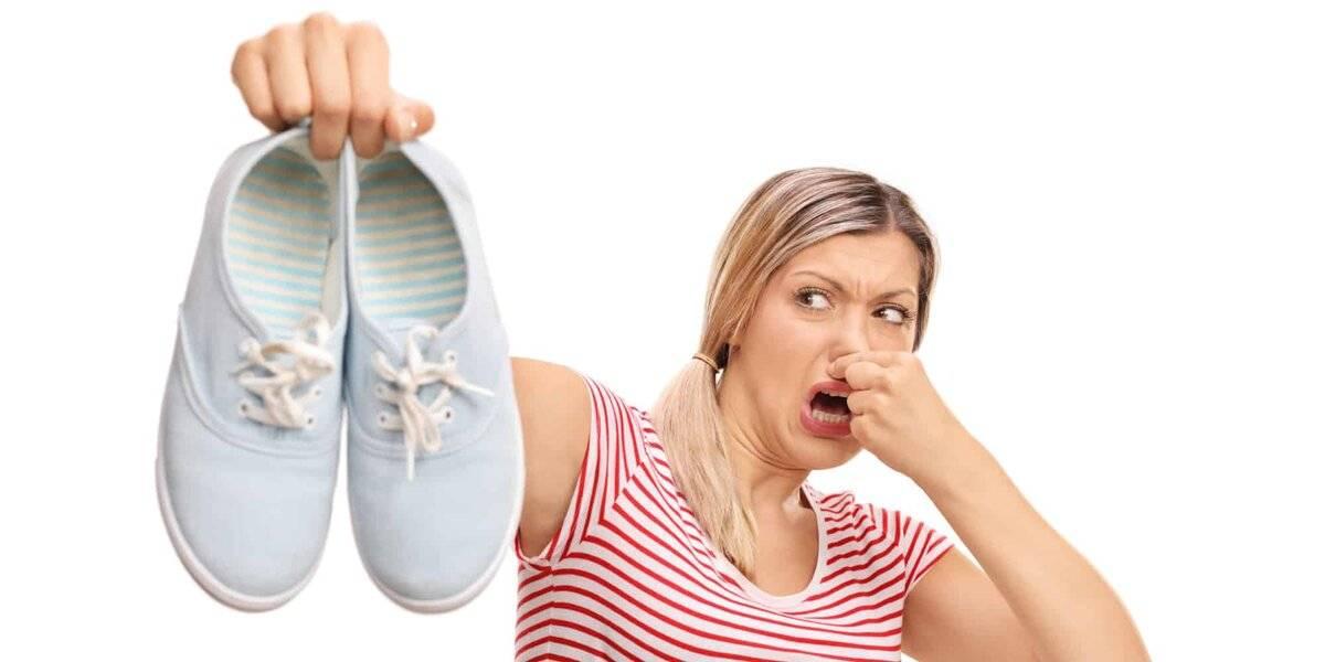 Как убрать запах из кроссовок?