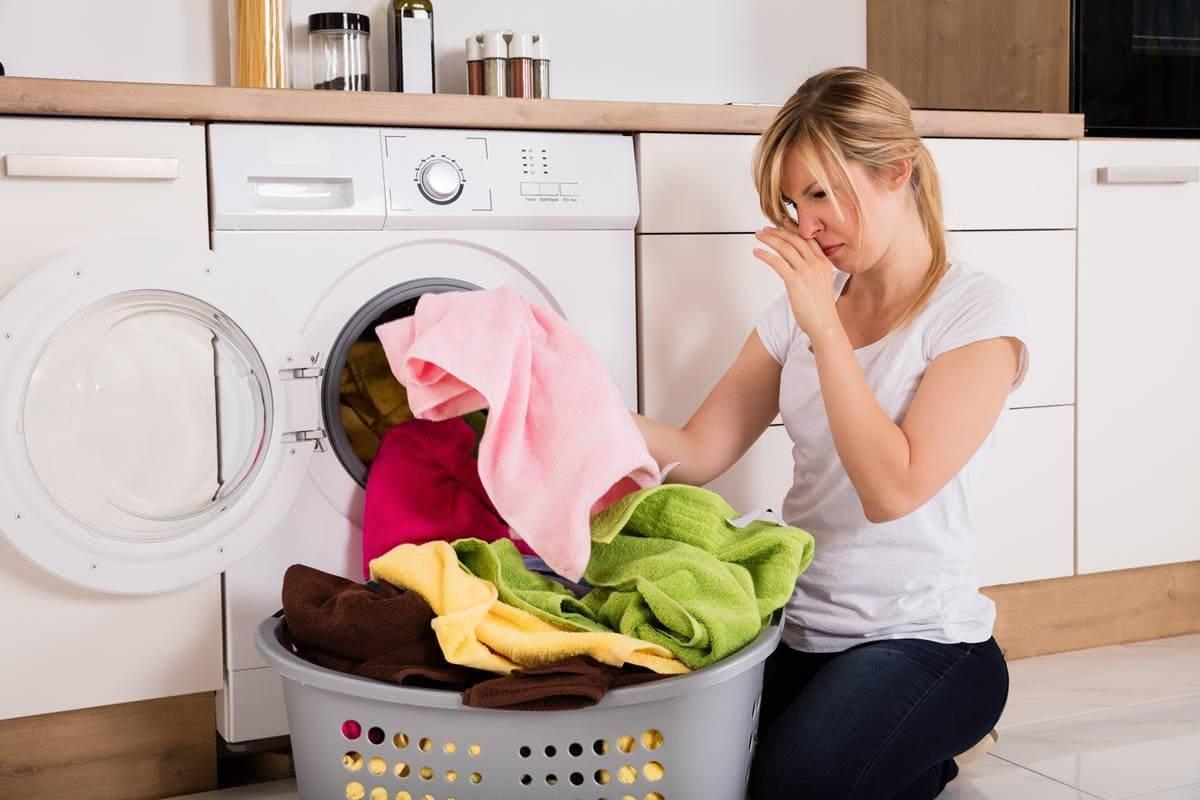 Как убрать затхлый запах с одежды в домашних условиях?