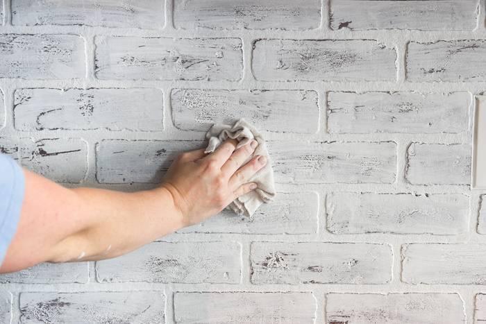 Имитация кирпича своими руками из штукатурки — особый вид бюджетного декорирования стен