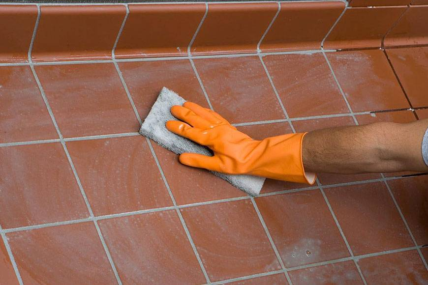 Чем и как отмыть грунтовку плитки?