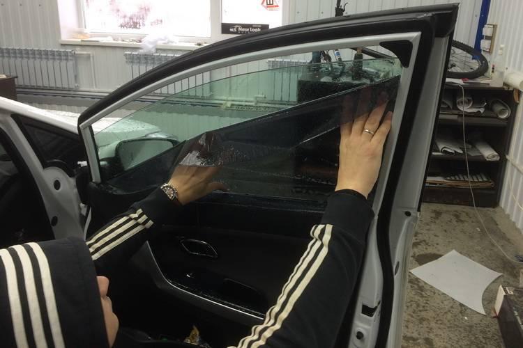 Тонировка стекол автомобиля своими руками в домашних условиях
