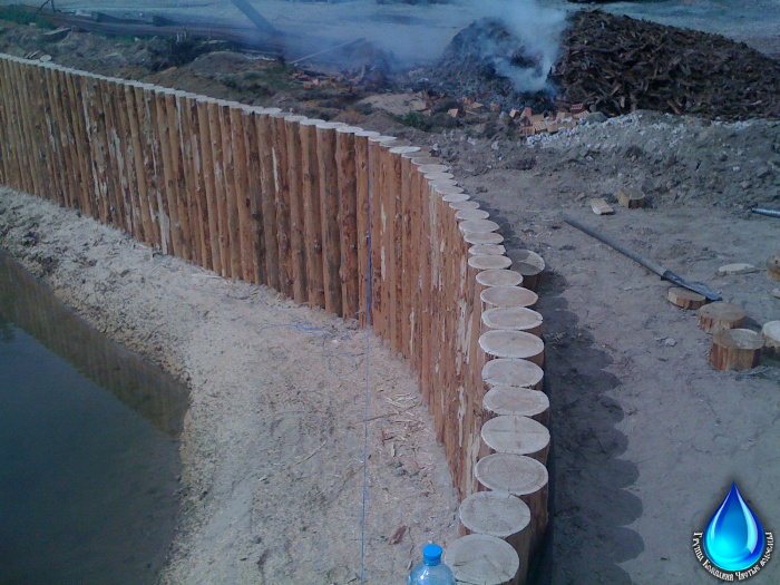 Берегоукрепление: укрепление берега пруда и реки лиственницей, шпунтом и бетонными матами, другие варианты