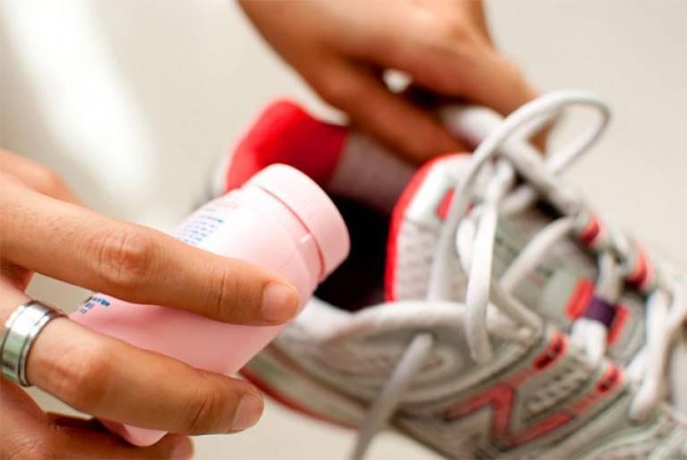 10 способов избавиться от запаха из обуви недорогими домашними средствами