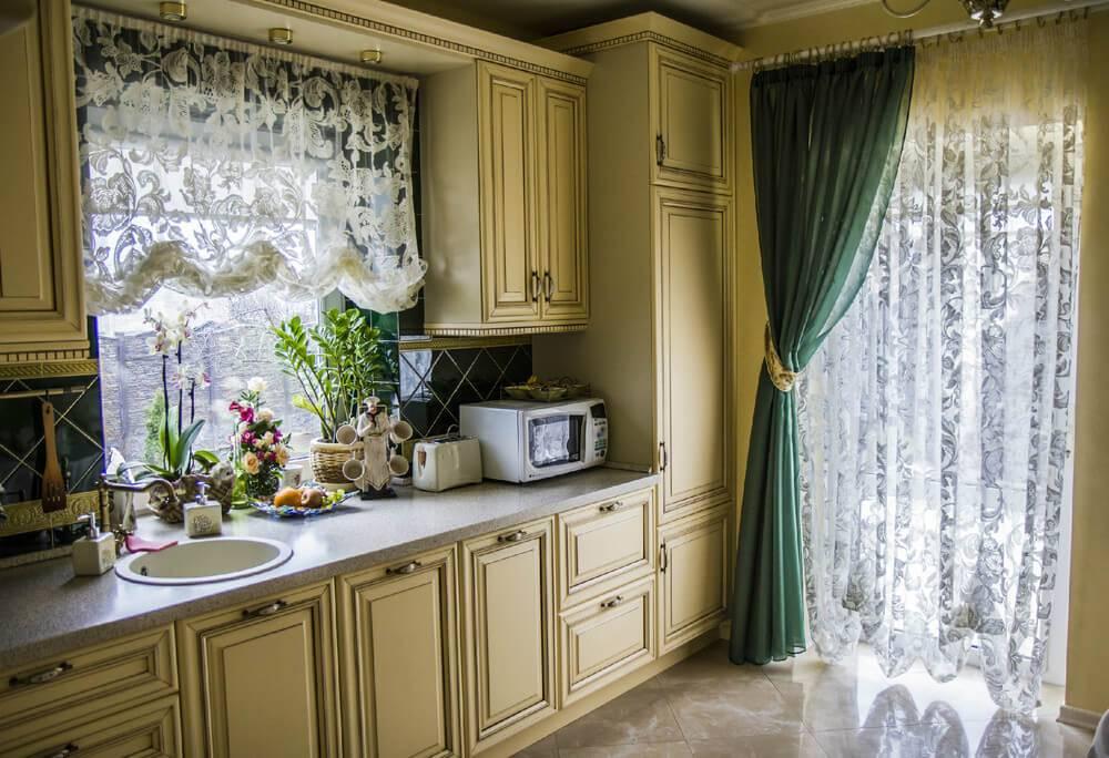 Шторы на кухню, на одну сторону: интересные дизайнерские решения, фото интерьера