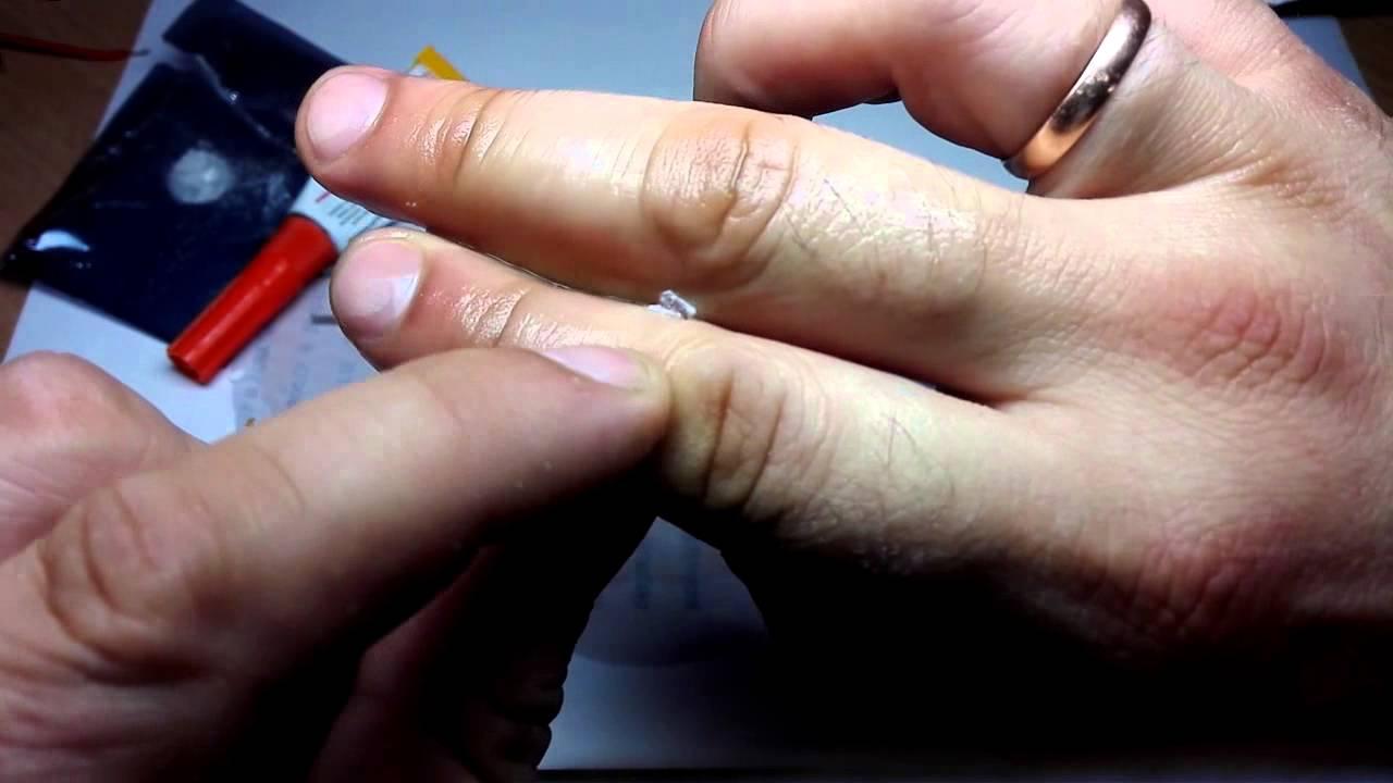 Чем оттереть клей «момент»? как убрать следы состава со стола и смыть со стекла, как очистить с одежды, чем удалить пятно и как снять клей с кожи рук