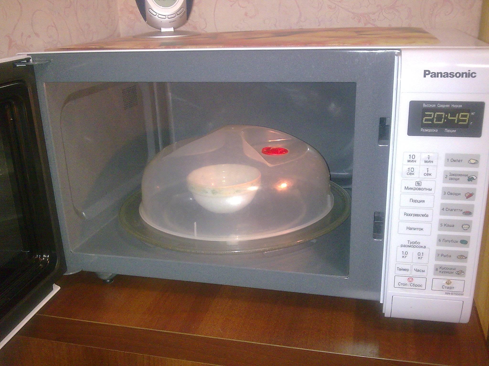 Почему в микроволновке не крутится тарелка: что делать с этим