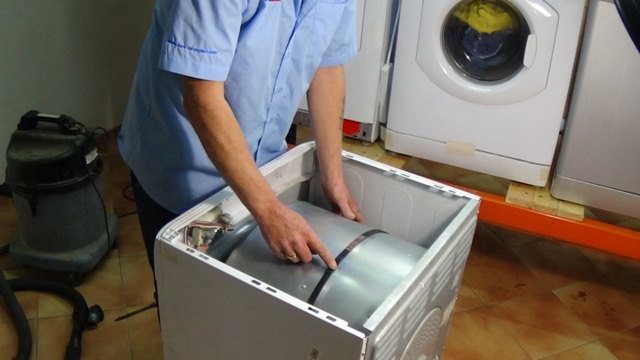 Не крутится барабан стиральной машины, болтается, стучит, гремит