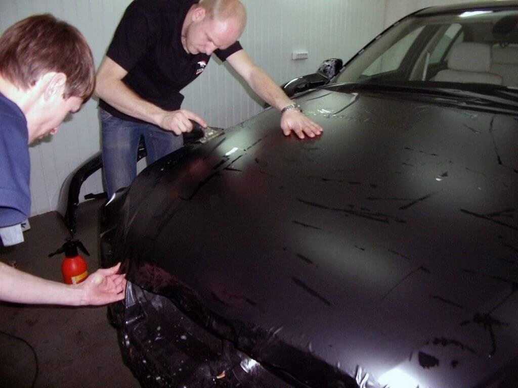 Как правильно наклеить дефлекторы на авто и инструкция выполнения своими руками
