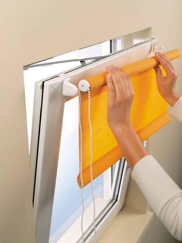 Как правильно крепятся рулонные шторы на пластиковые окна