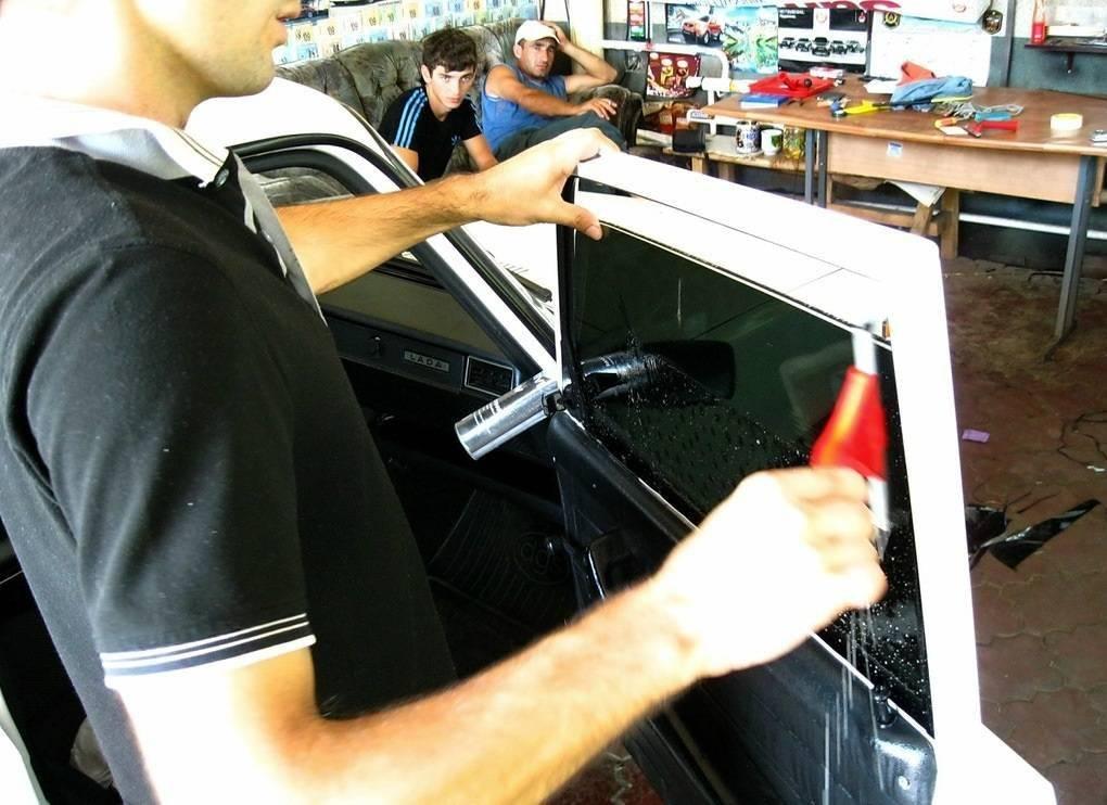 Как наклеить тонировку на заднее стекло