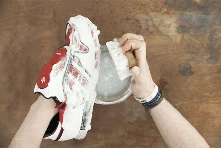 Как почистить белые кроссовки из кожи, замши, нубука, текстиля