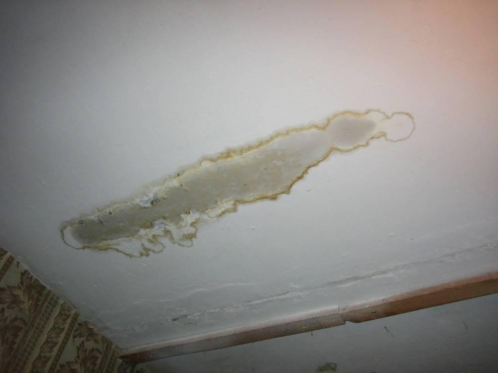 течет с потолка куда звонить