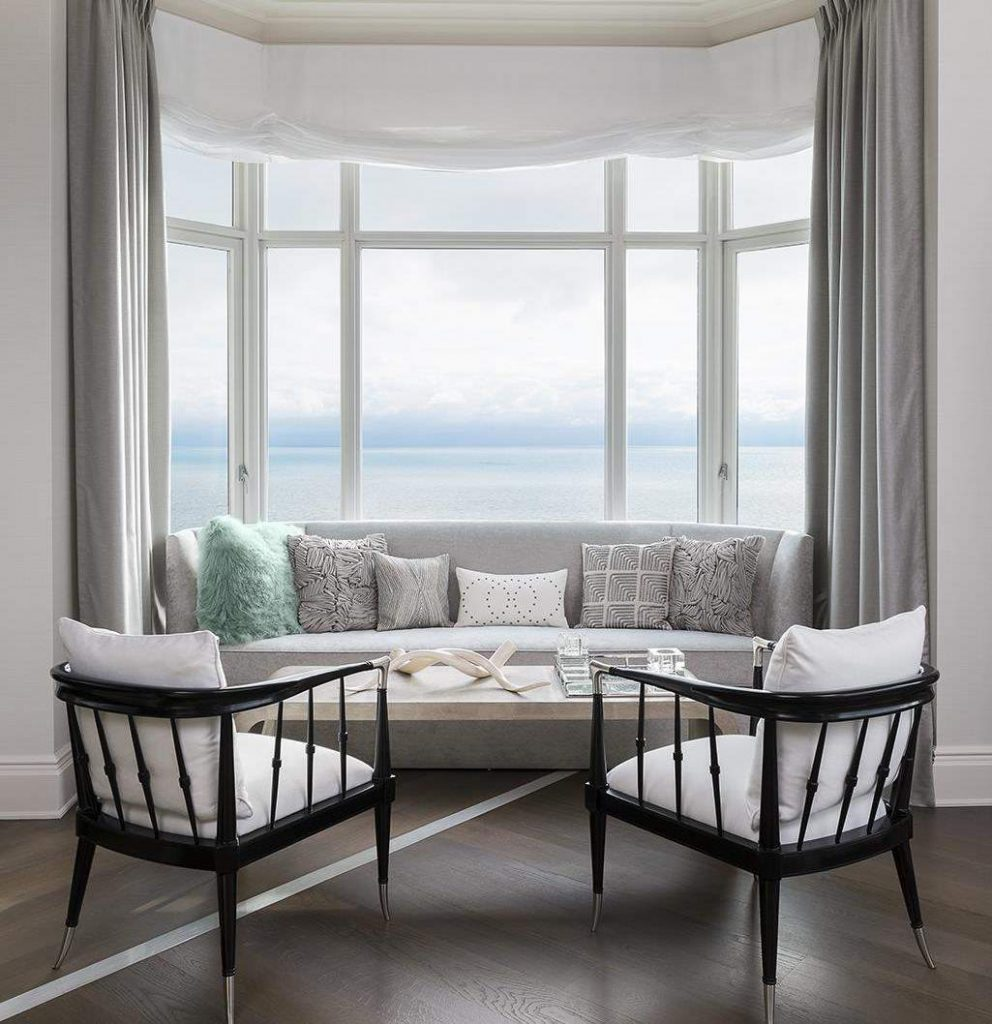 Дизайн гостиной комнаты с эркером