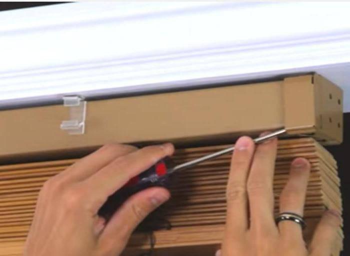 Как вешать рулонные шторы на пластиковые окна со сверлением