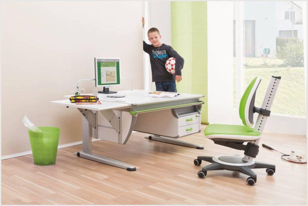Как подобрать стол для первоклассника