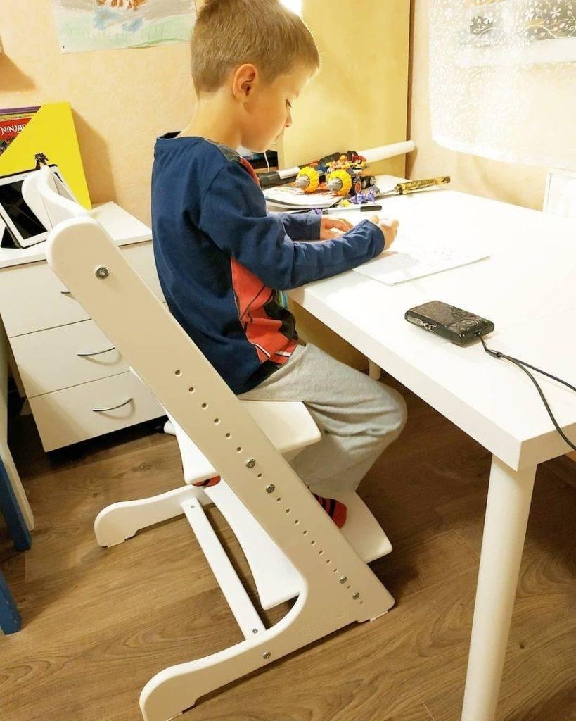 Какой стул должен быть у школьника дома. что лучше выбрать для ребёнка - стул или кресло