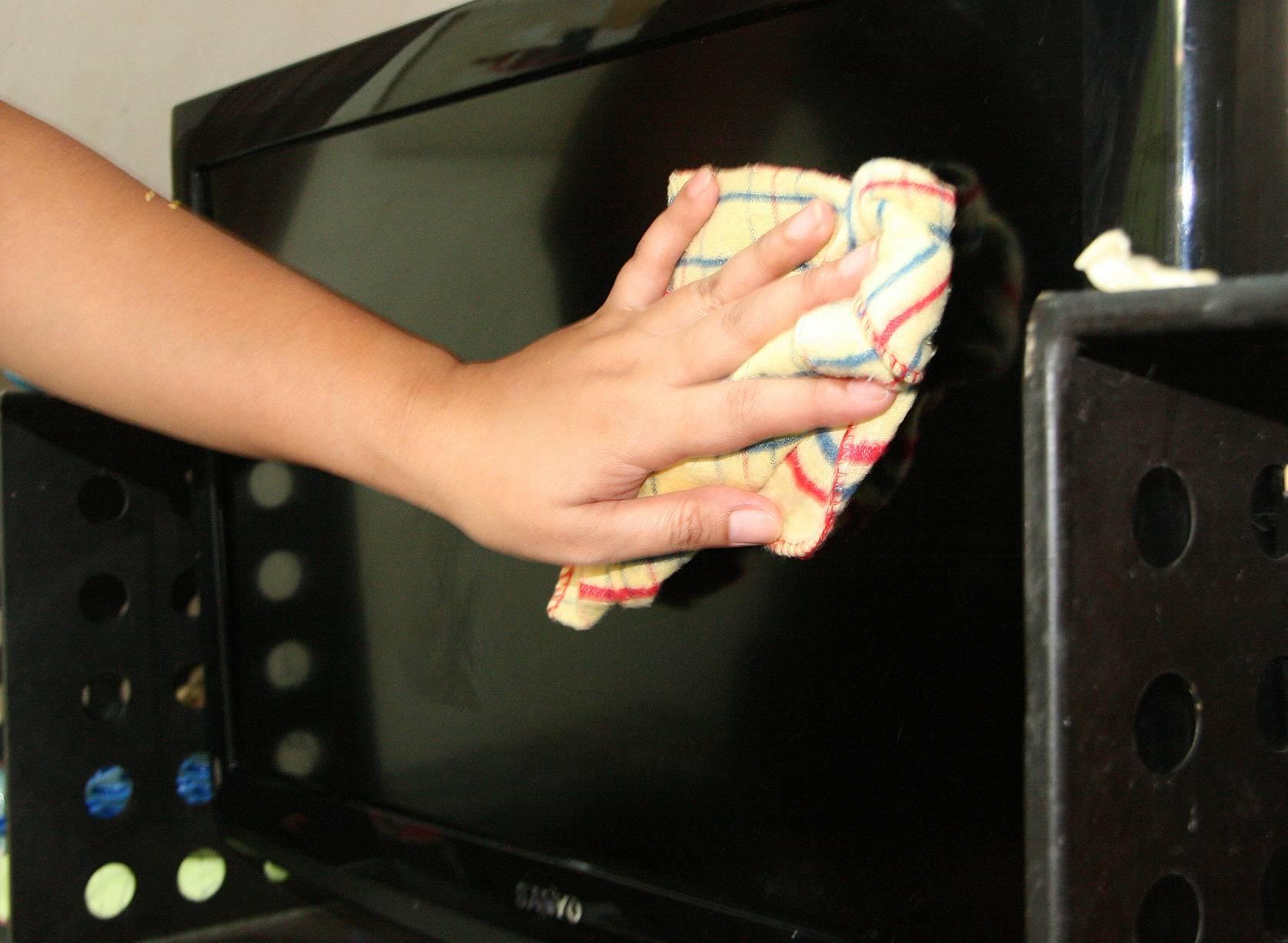 Чем протирать жк-экран в домашних условиях: обзор методов и средств