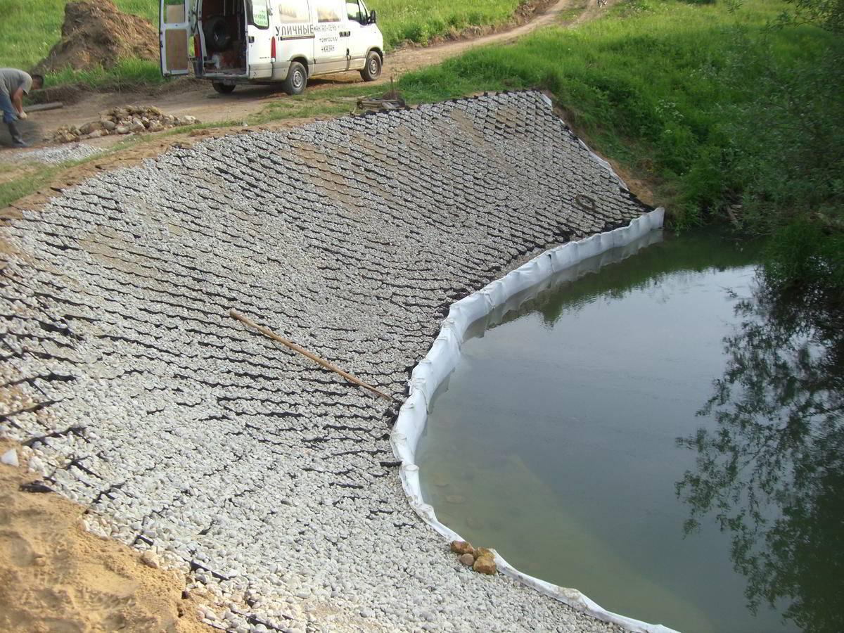 Чем укреплять берега собственного водоема