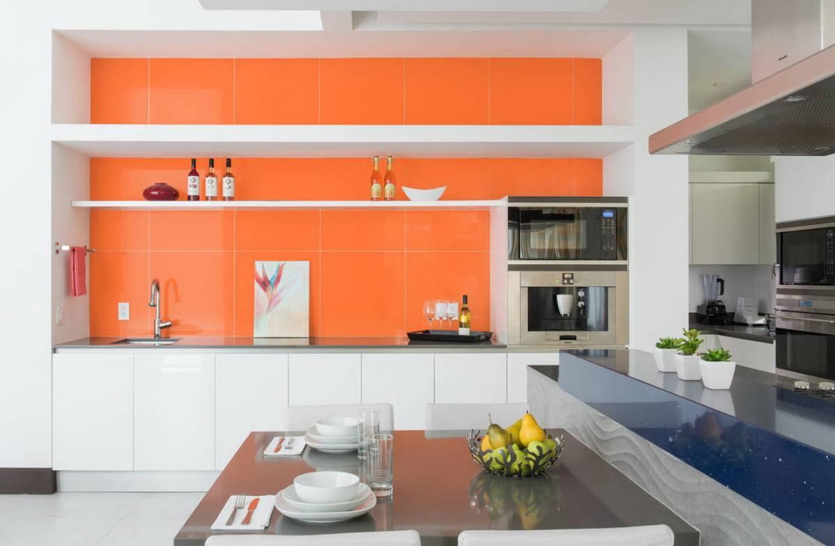 Оранжевая кухня в интерьере: особенности дизайна, сочетания, выбор штор и обоев