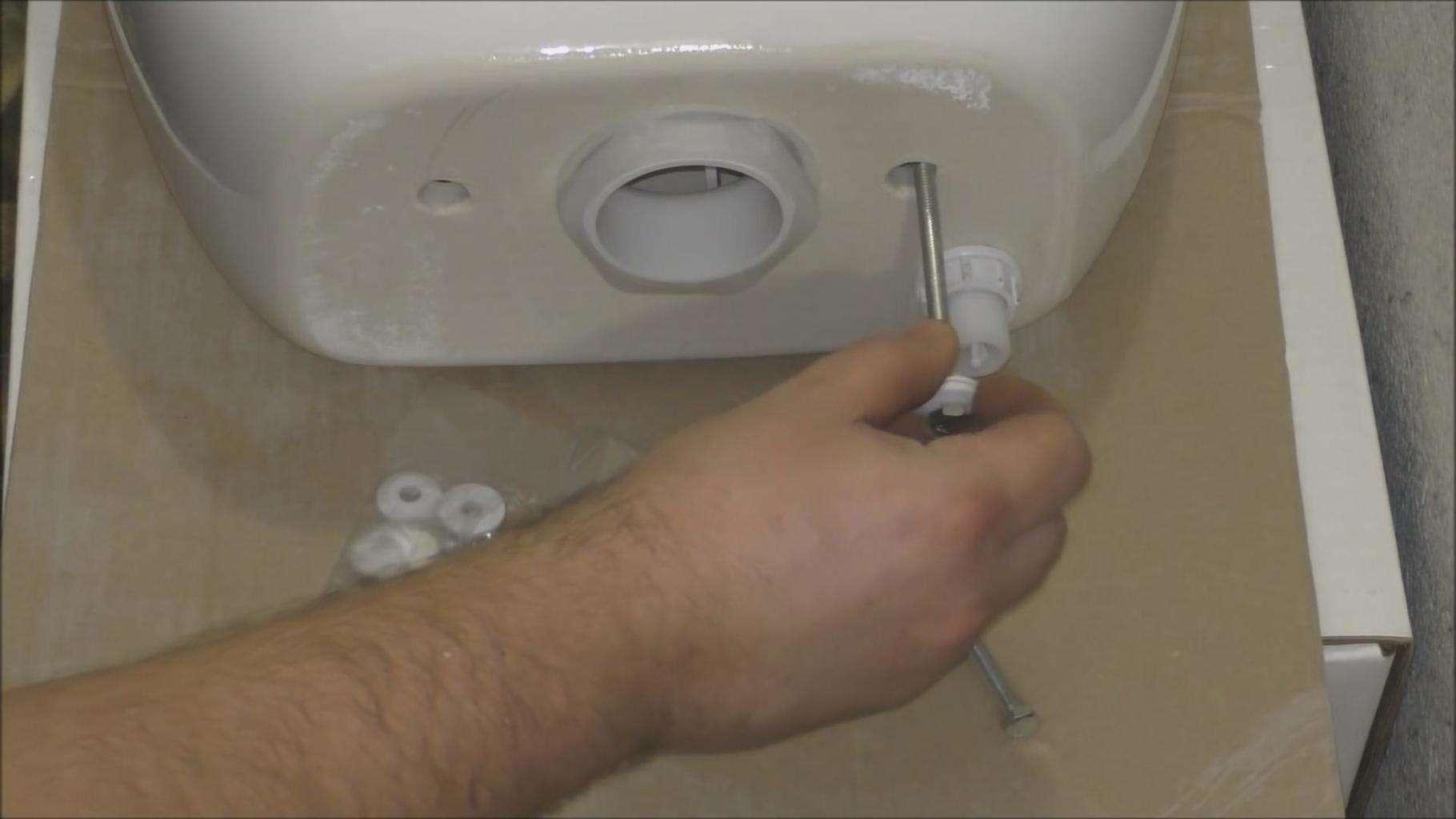 Чем в домашних условиях заклеить треснувший бачок унитаза, лучшие средства и инструкция