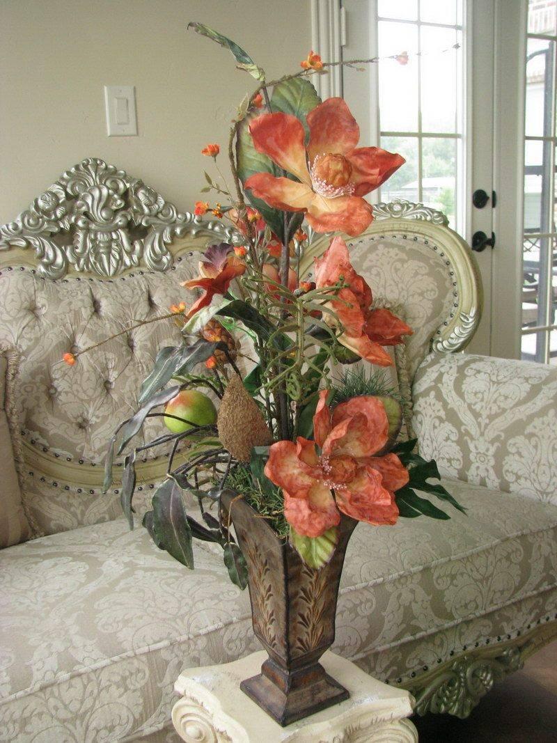 Искусственные цветы в интерьере: красивые композиции, которые будут радовать круглый год
