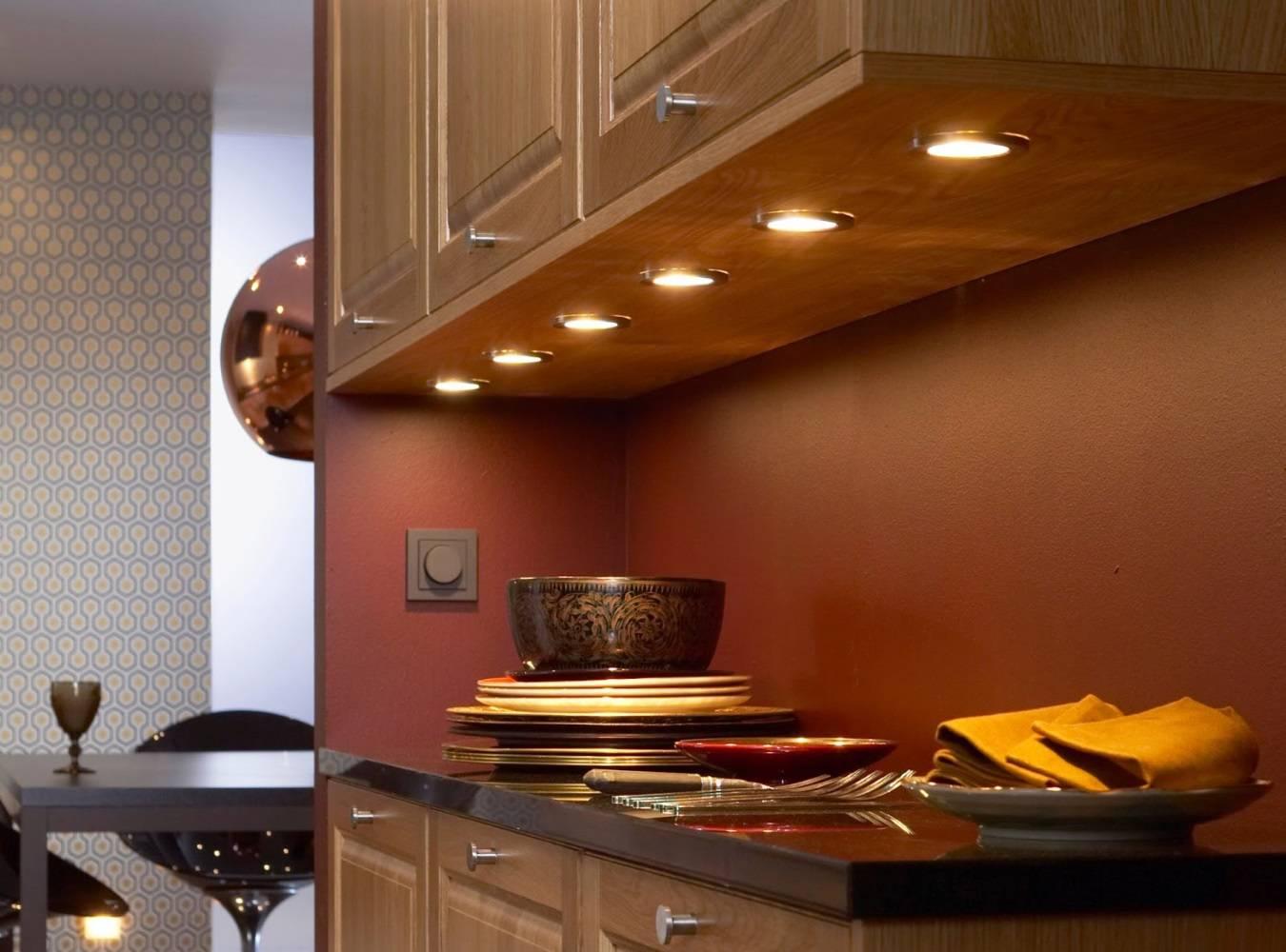 Освещение на кухне — правила организации и актуальные варианты дизайна интерьера (90 фото)