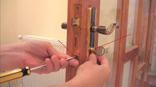 Как поменять личинку в замке: пошаговая инструкция