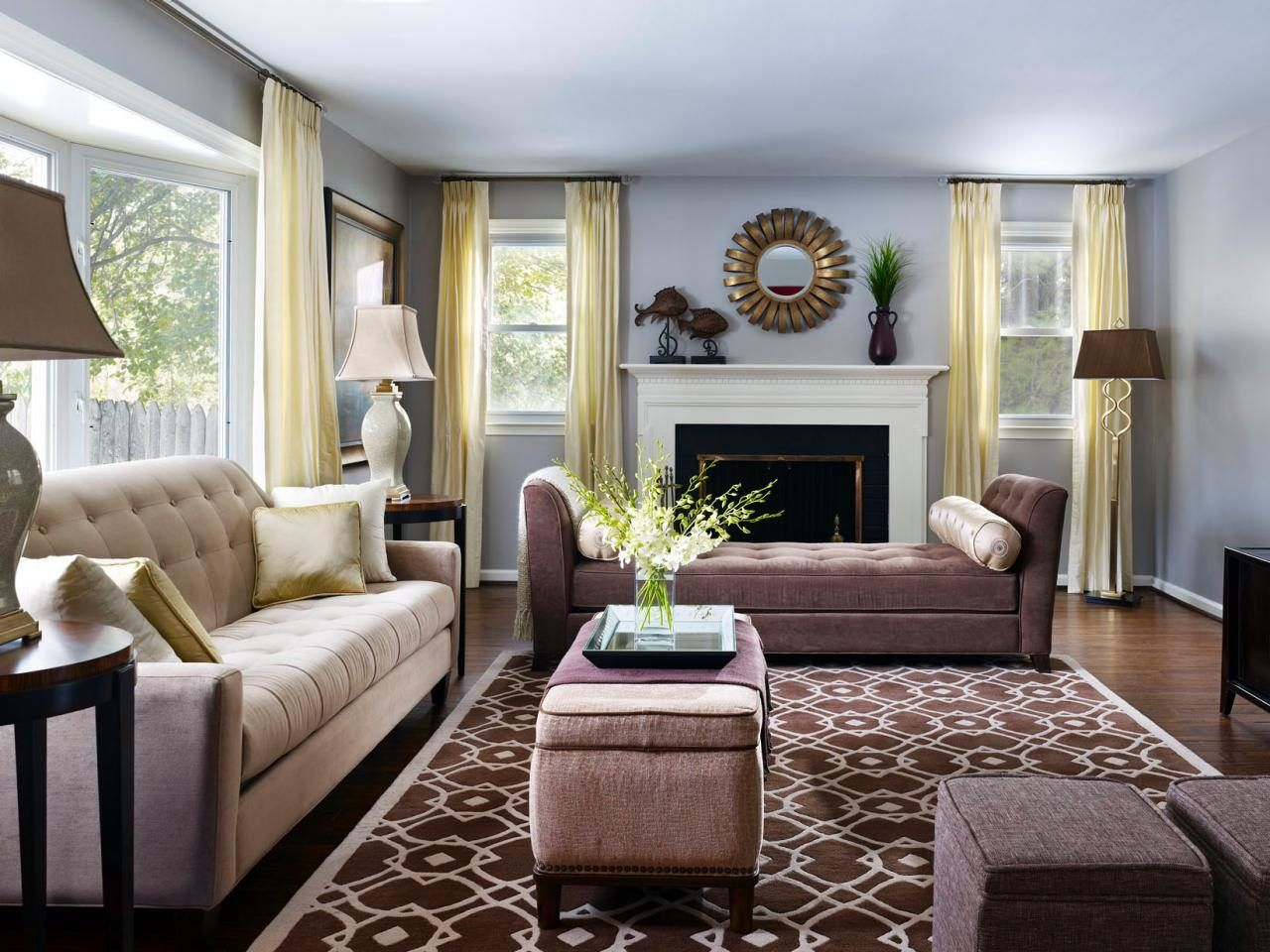 Бело-коричневая гостиная: 7 элементов дизайна