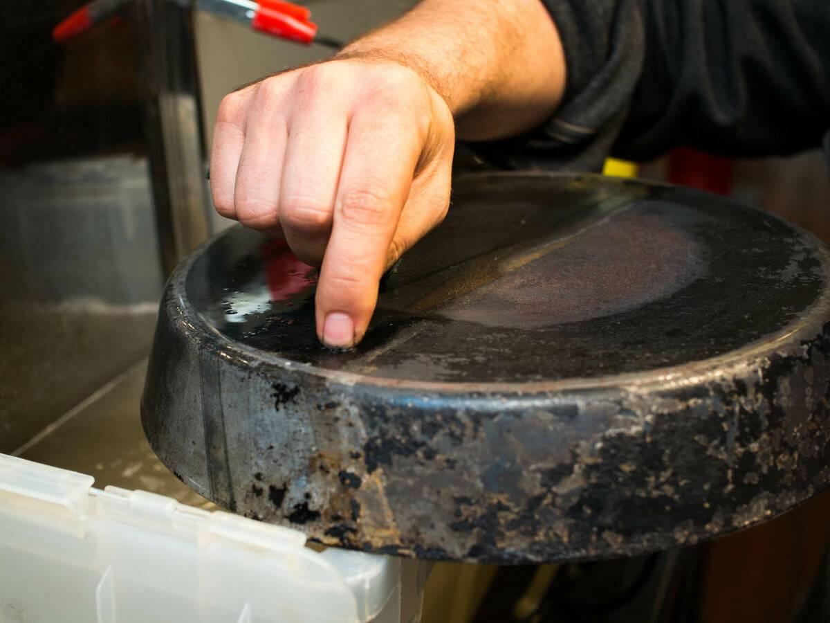 Как очистить пригоревшее дно эмалированной, алюминиевой кастрюли и из нержавейки