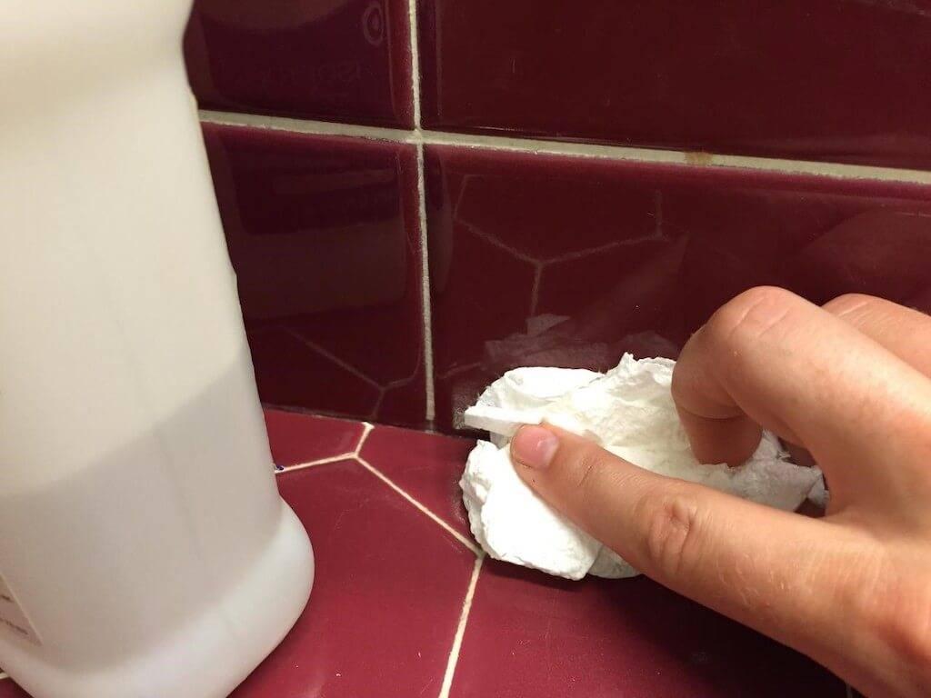 Как почистить до блеска плитку в ванной?