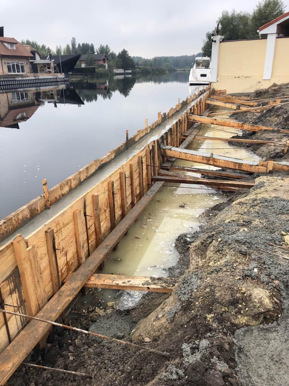 Укрепление берега водоёма на дачном участке, основные способы и чем можно укрепить