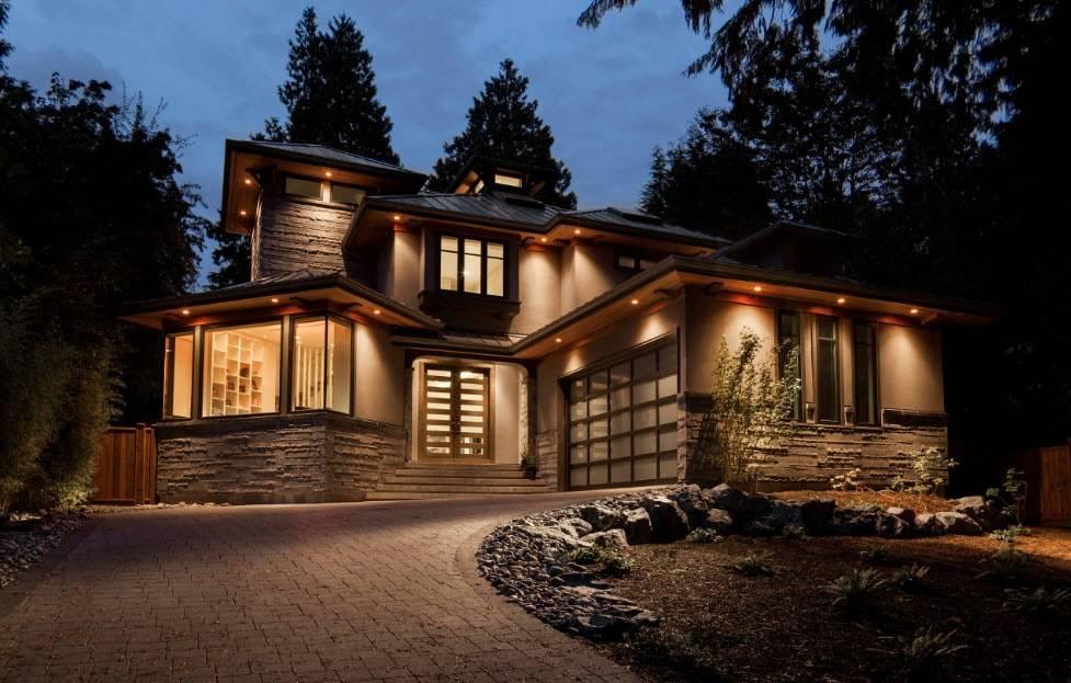 написать подсветка загородного дома фото фото домов коттеджей