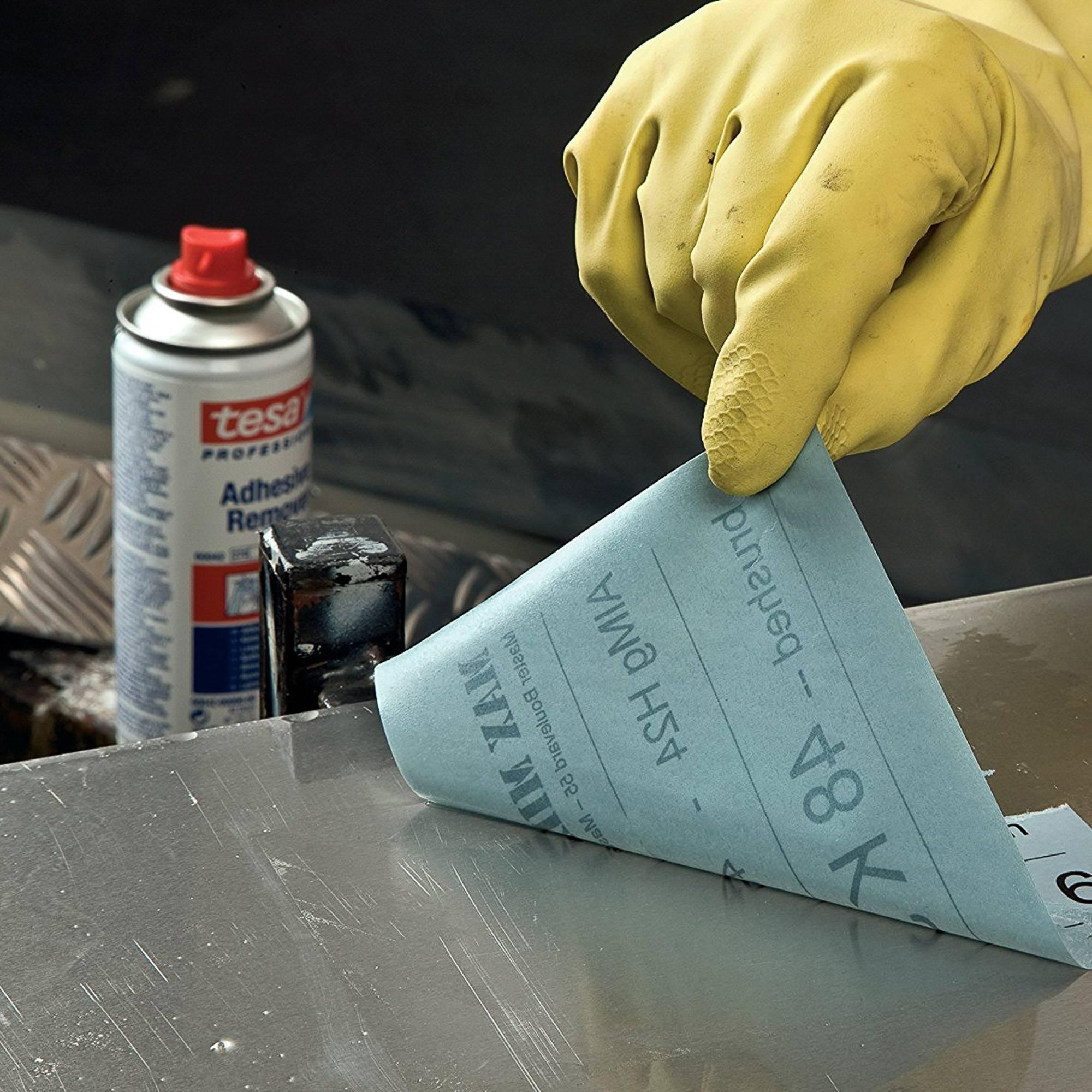 Чем можно отмыть скотч с пластикового окна: обзор эффективных средств