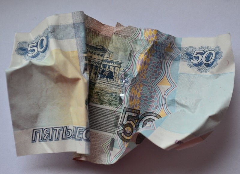 Принимает ли банкомат склеенные скотчем купюры