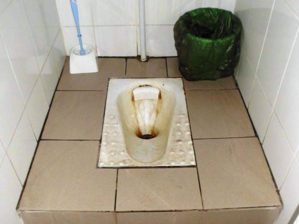 Как очистить унитаз от известкового налета в домашних условиях различными методами