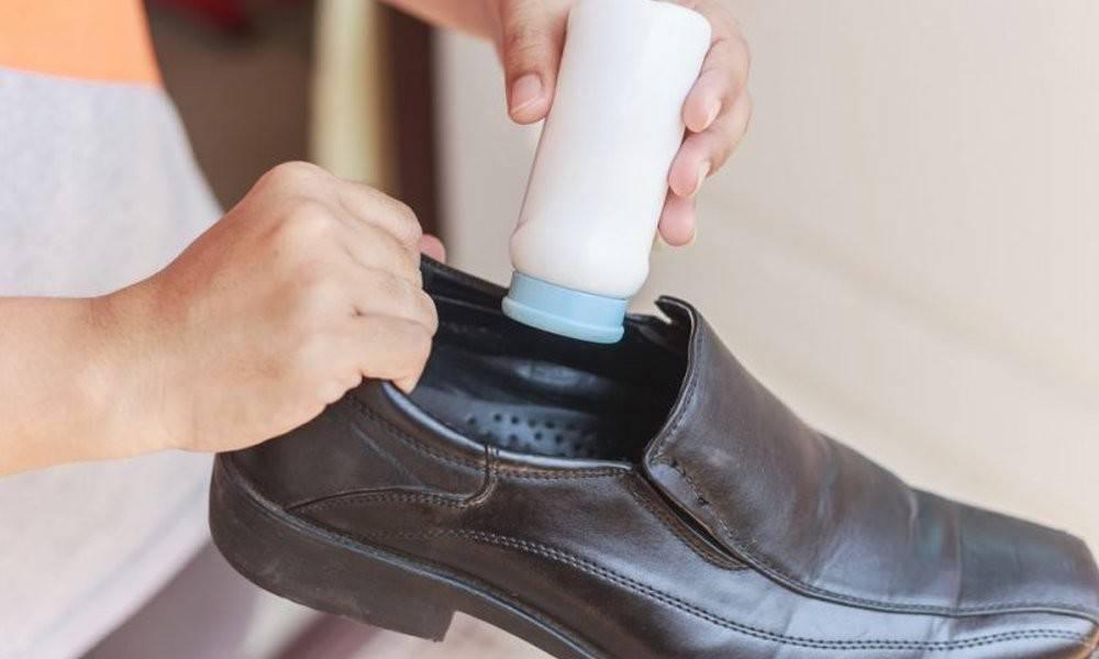 Как эффективно избавиться от неприятного запаха ног и потливости в домашних условиях? топ-10 средств и советов