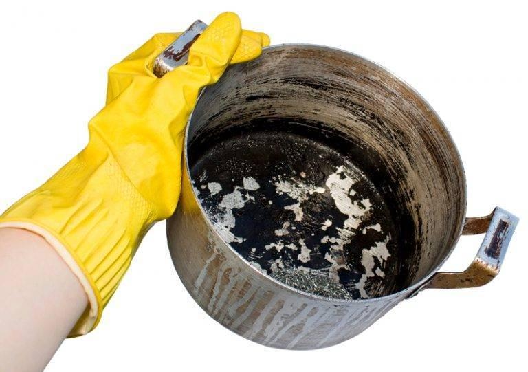 Очищение эмалированной кастрюли от нагара и пригоревшей пищи