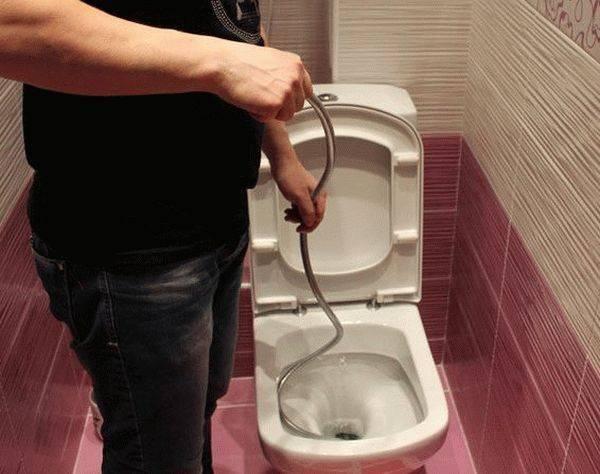 Не вантузом единым: что делать, если забился унитаз и как прочистить засор самостоятельно?
