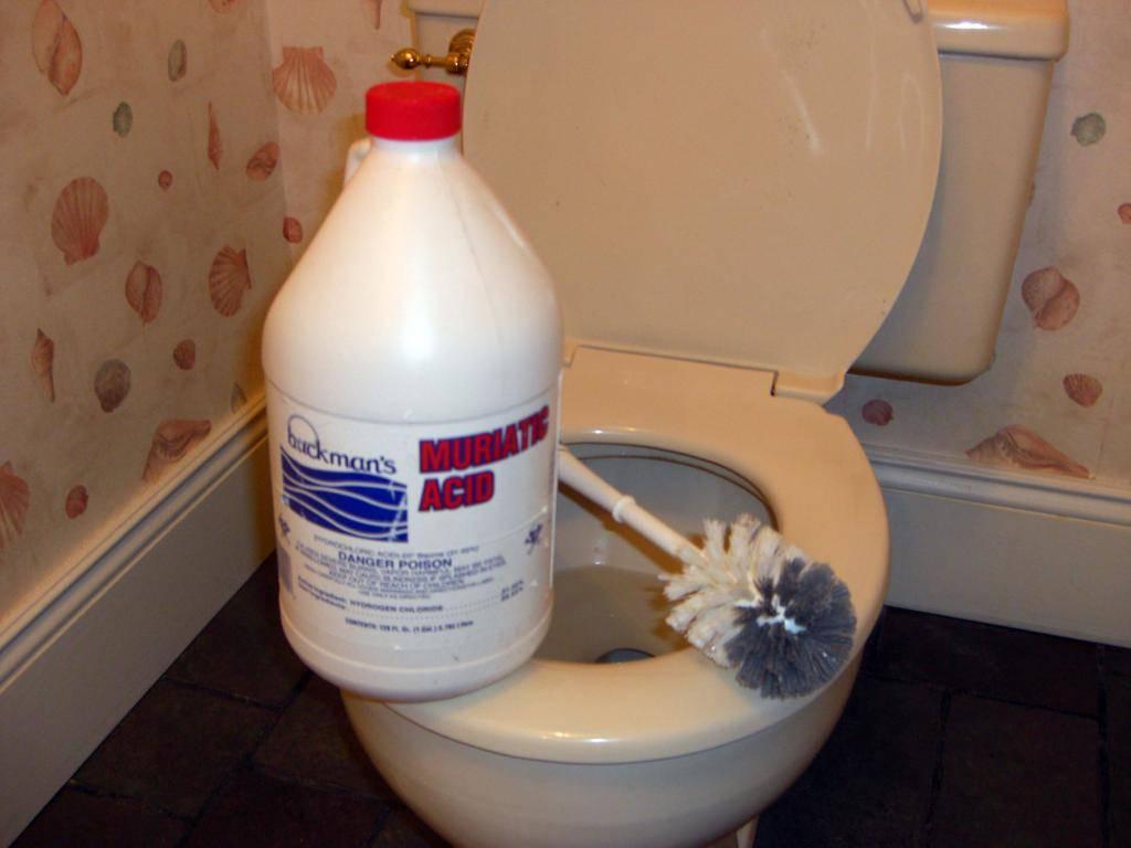 Как очистить унитаз от известкового налета и мочевого камня в домашних условиях?