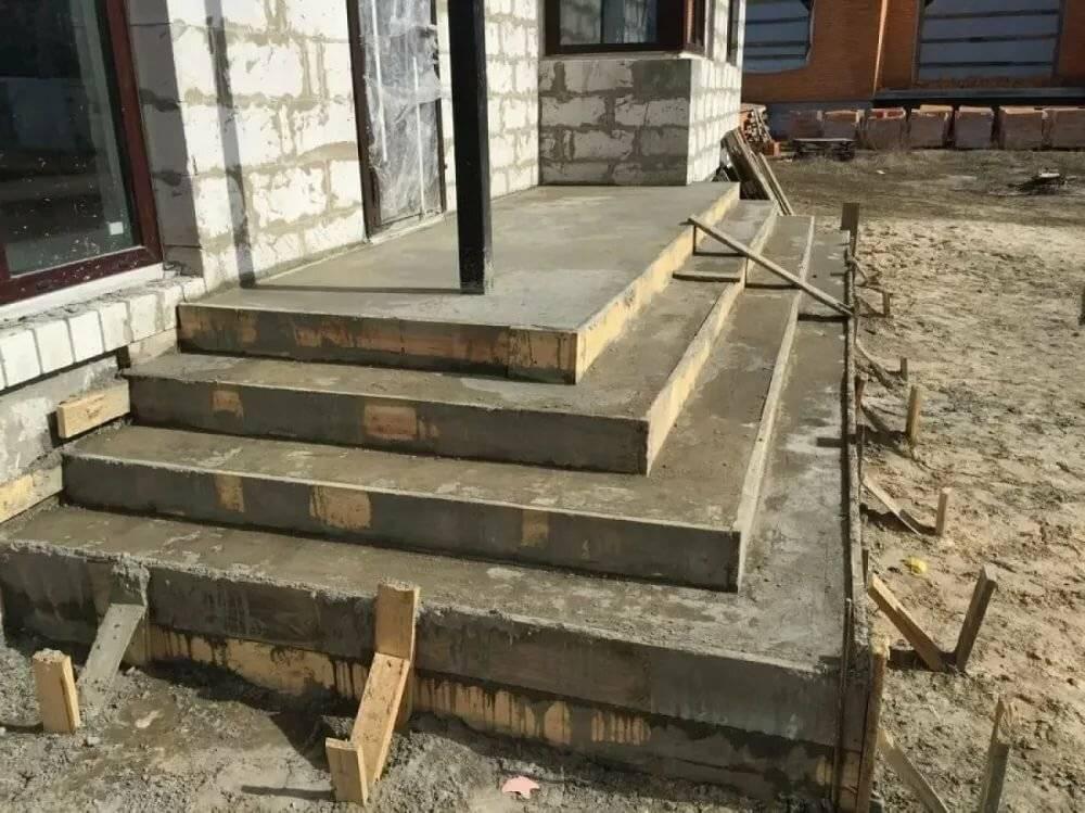 Как сделать крыльцо из бетона своими руками? пошаговое руководство