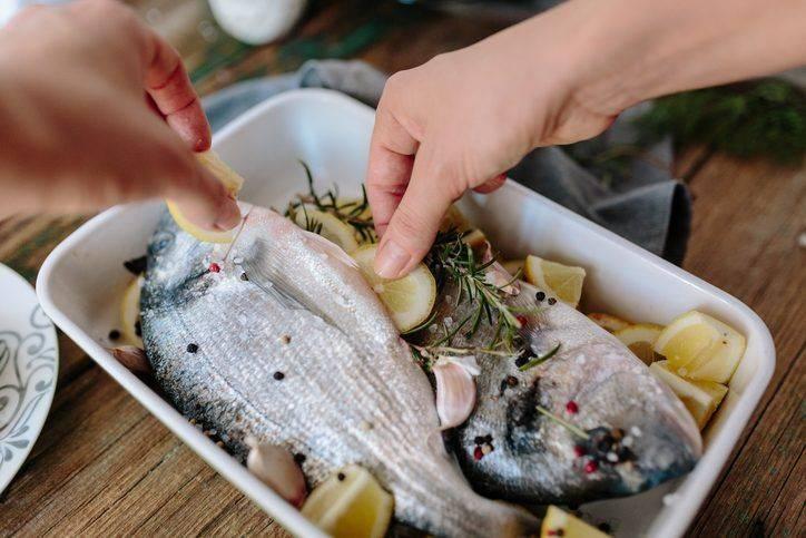 Как избавиться от запаха рыбы на руках и предметах одежды? как предотвратить появление неприятного рыбного запаха