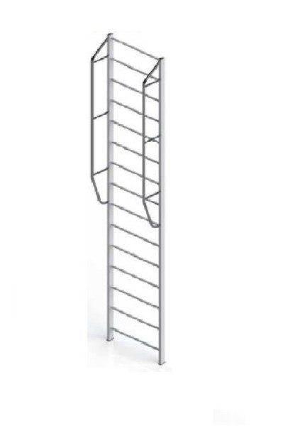 Алюминиевая приставная лестница с ограждением. К слову, при длине 8 метров ее цена составляет внушительные 15000 рублей.